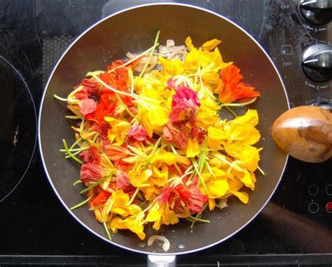 cuisiner une courge manger des fleurs et savoir les cuisiner crokfun