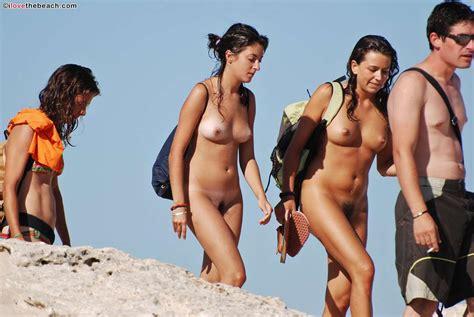 Photos Voyeurs De Filles Nues Sur La Plage Et Poilues De La Chatte Plaisir Com