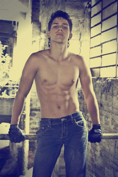 juan velez male muscleboykanan
