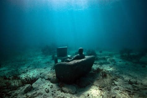 home underwater sculpture by jason decaires taylor