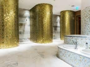 badezimmer fliesen mit mosaik muster mosaik fliesen fürs badezimmer 15 ideen und muster