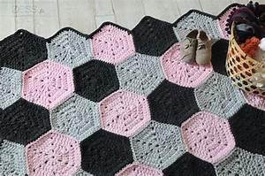 Tapis En Crochet : tuto tapis motif hexagone au crochet lifestyle mode d co maman diy ~ Teatrodelosmanantiales.com Idées de Décoration