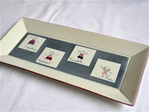Plat à Cake : plat cake 4 personnages fond gris personnalis ~ Teatrodelosmanantiales.com Idées de Décoration