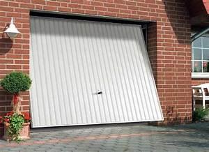 porte de garage basculante debordante blanche de chez With porte de garage basculante avec portillon lapeyre