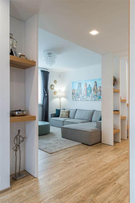 idee ingresso soggiorno un appartamento moderno con un giusto mix di materiali di