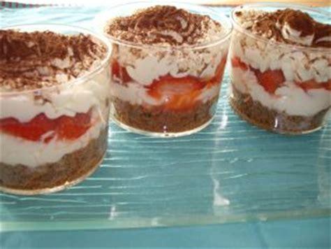 dessert a base de mascarpone et chocolat tiramissu fraises cookies chocolat les recettes de la cuisine de asmaa
