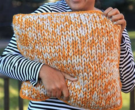 chunky knit pillow chunky knit diy pillow allfreeknitting 2202