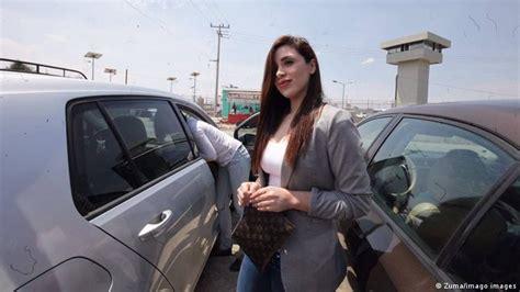 Emma Coronel permanecerá en prisión; contrata al abogado ...