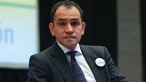 El secretario de Hacienda, Arturo Herrera, da positivo a ...
