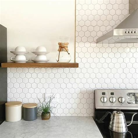 pendule cuisine originale le carrelage hexagonal une tendance qui fait grand