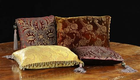 cuscini decorati quattro cuscini decorati francia antiquariato argenti