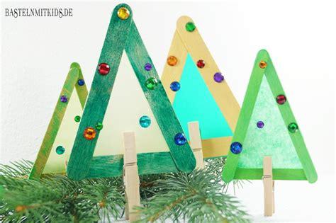 wie schmücke ich einen weihnachtsbaum tannenbaum basteln mit kindern und kleinkindern bastelnmitkids