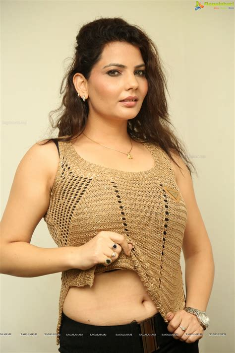 hips in saree page 3063 xossip