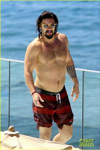 Full Sized Photo of jason momoa shows off his shirtless ...