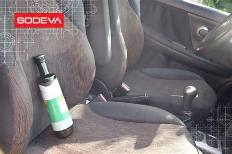 produit pour nettoyer siege voiture 5 produits quotidiens pour nettoyer l 39 intérieur de votre