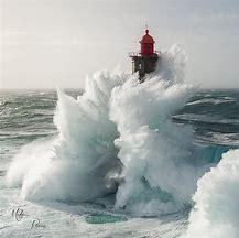 Résultat d'images pour image phare mer