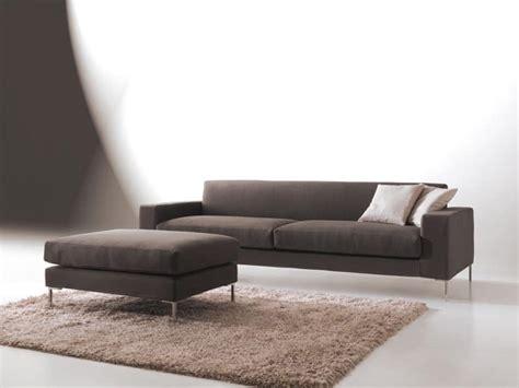 Divano Dalle Forme Pulite, Design Moderno