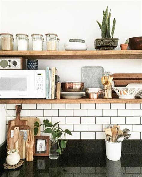 tablette de cuisine rangements ouverts dans la cuisine 10 façons de les adopter
