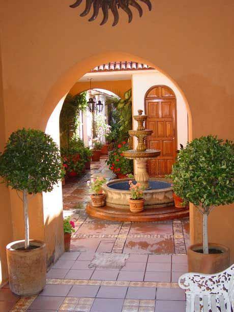 fountain  mexican house courtyard casas tradicionales fachada de casas mexicanas casa