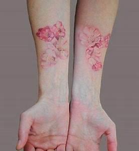 Tattoo Fleur De Cerisier : tatouage fleur de cerisier avant bras tatouage ~ Melissatoandfro.com Idées de Décoration