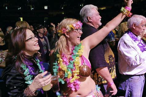 jimmy buffett fan site parrotheads brave weather for jimmy buffett concert