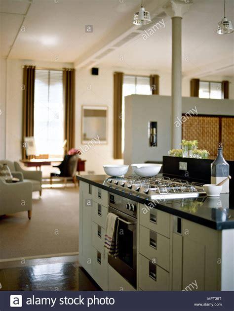 offene küche wohnzimmer bilder moderne offene wohnzimmer k 252 che zentrale insel einheit gasherd backofen innenr 228 ume zimmer offene