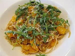 Spaghetti Mit Kürbis : pasta mit k rbis rucola und walnusspesto rezept mit bild ~ Lizthompson.info Haus und Dekorationen
