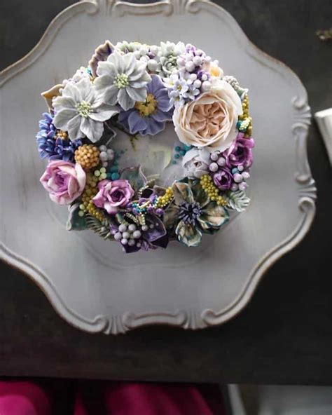 lifelike buttercream flowers turn ordinary cakes