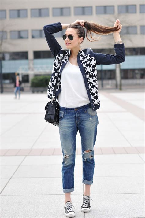 16 Gorgeous Outfit Ideas on Wearing Ripped Jeans | Aelida