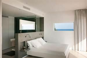 beach house with master bedroom by juma architects