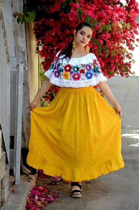 39 Pretty Mexican Womenu0026#39;s Outfits u2013 Fashionthestyle | Latest fashion tips and outfit ideas - Page 18