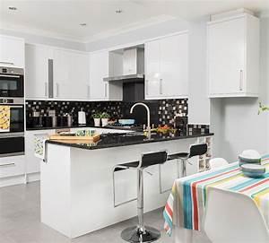 1001 idees pour amenager une cuisine ouverte dans l39air With meuble de salle a manger avec cuisine noir et blanc