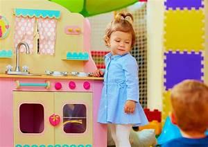 Spielzeug Für Mädchen : typisch m dchenspielzeug und jungsspielzeug socko ~ A.2002-acura-tl-radio.info Haus und Dekorationen