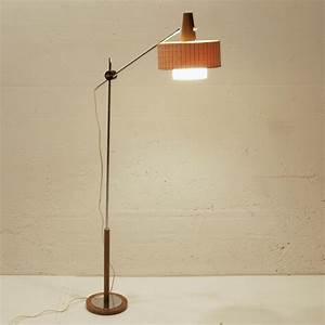 Stehlampe Holzfuß : schwenkbare 50ies stehlampe mit holzfuss m bel z rich ~ Pilothousefishingboats.com Haus und Dekorationen