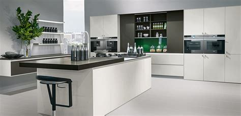 Moderne Aquarium Kochinsel Fuer Luxurioese Kueche by Welcome To Premier Kitchens