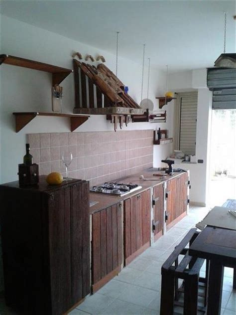 wooden pallet  kitchen great   utensils pallets