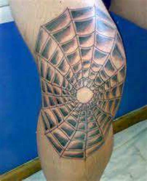 d 233 couvrez ce que ces 15 tatouages de d 233 tenus signifient les codes terrifiants du milieu carc 233 ral