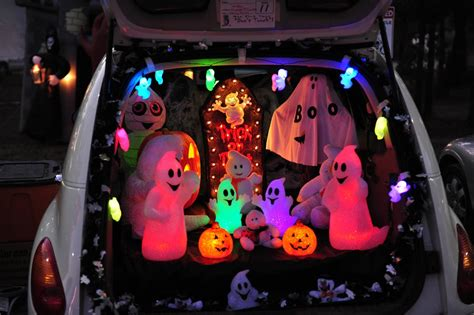 trunk or treat decorating kits trunk or treat 15 car decoration ideas carfax