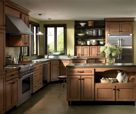 pictures of maple kitchen cabinets light maple cabinets with glaze homecrest cabinetry 7477