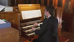 Amazing David Bowie tribute: Organist plays Life on Mars ...