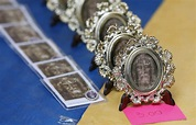 Shroud of Turin on display; city readies for visit by pope ...