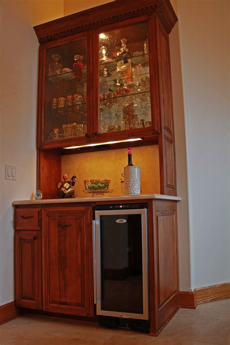 Awesome Unique Home Bar Design Ideas With Wall Mounted