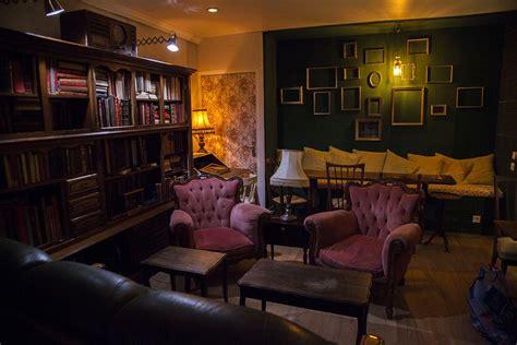 Un loc micuț de poveste. Le Brun-Noir, entre coffee shop de qualité et bar clandestin