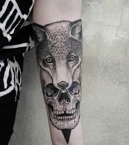 Loup Tatouage Geometrique : tatouage dot work des tattoos pointillistes couper le souffle ~ Melissatoandfro.com Idées de Décoration