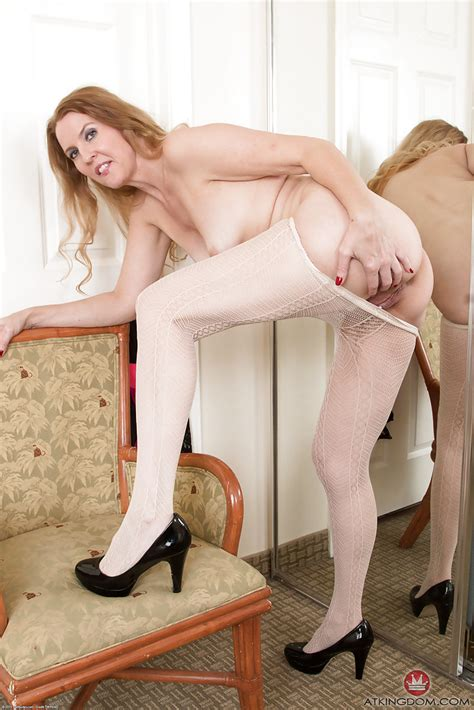 Mature Woman Lacy Removing Pantyhose In High Heels To