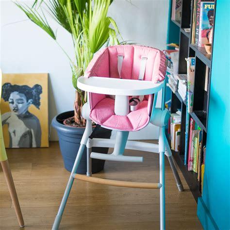 réhausseur de table bébé assise pour chaise haute up and pink de beaba sur