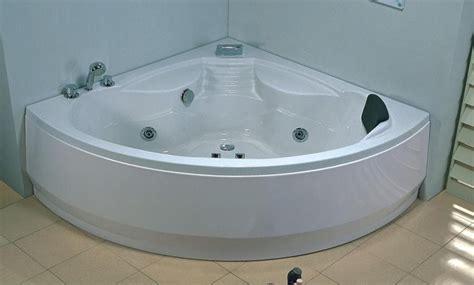 salle de bain baignoire d angle dalia baignoire balneo hydromassante 150x150x60