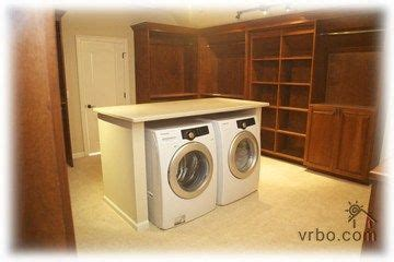 Master Closet With Washer And Dryer by 25 Best Ideas About Washer Dryer Closet On