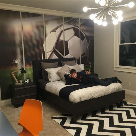 soccer bedroom ideas pre teen boy soccer enthusiast bedroom preteenbedroom 13359 | 679147c92ddb2624380177f7ef7df49e