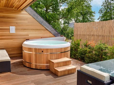 luxury lodges with tubs luxury tub holidays breaks uk darwin escapes
